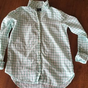 The Boy Fit Button Down in Crinkle Gingham